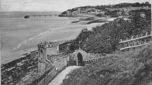 Castelated lookout and archway c1935